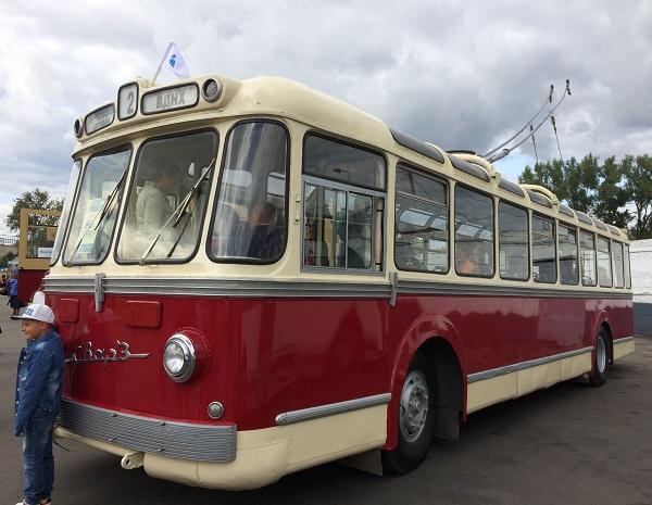 троллейбус из Берегись автомобиля