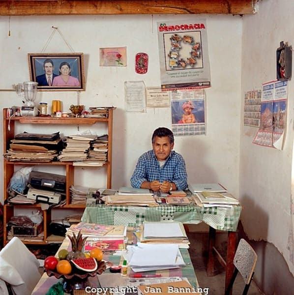 Сотрудник ЗАГСа Боливия
