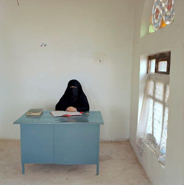 Сотрудник образовательного центра для женщин из сельских районов Йемен